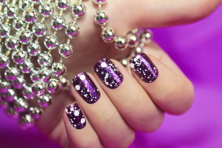 Smalto per unghie viola