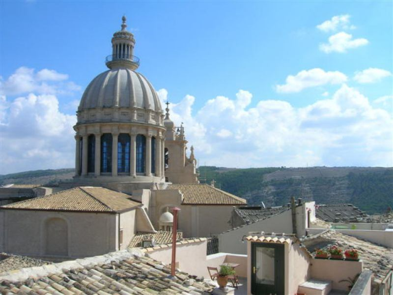 Panoramiche: Ragusa Ibla Cupola di San Giorgio Foto di Gianni Gurrieri