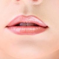 Come disegnare il contorno labbra sottili