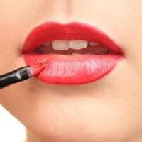Come riempire il contorno labbra